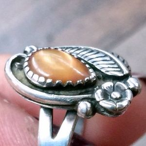 Vintage Jewelry - Sz 7 •Vintage Peach Moonstone Sterling Silver Ring